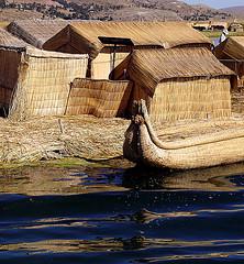 ISLAS FLOTANTES EN LAGO TITICACA-PERU